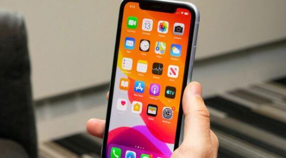 苹果更新的专利指向iPhone的环绕式显示屏